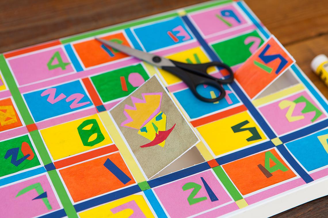 Blanko-Adventskalender gestalten: Farbpapiercollage